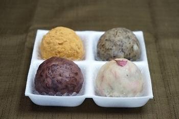 大阪のはずれ、豊中にある小さなお店「森のおはぎ」は変わった愛らしいおはぎが沢山。梅田からもちかい北新地にある姉妹店「森乃お菓子」でも購入することができます。