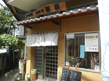 懐かしい街の甘味処という趣のあるお店です。穏やかで落ち着いた雰囲気で、ほっこり和めますね。