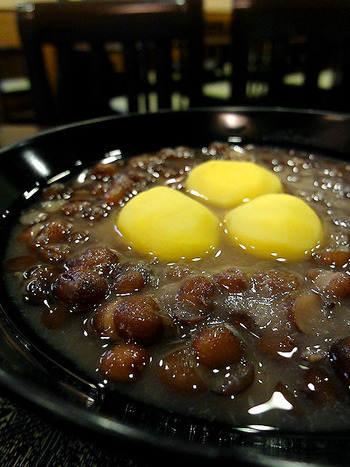 こちらは粒餡の栗ぜんざい。大粒の栗とたっぷりの小豆が入って食べごたえもありますよ。小豆を存分に楽しめますね。