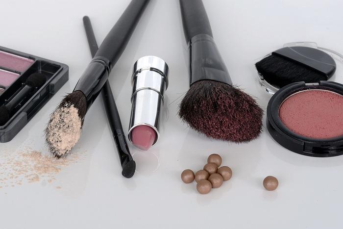 ベビーピンク、コーラルピンク、チェリーピンク、ローズなど、ピンクの中にもさまざまな種類があります。肌の色やなりたい雰囲気に合わせて、自分好みのピンクを選んでみてくださいね。