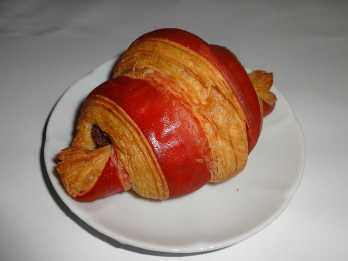 つくば市内など、茨城県内に5店舗ある大人気パン屋さん。種類豊富で常に混雑していますが、クロワッサンはもちろん写真のフランボワーズクロワッサンなど個性的なパンも人気を集めています。