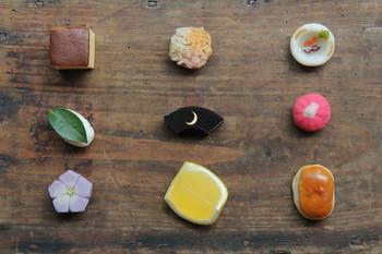 ひとつ、ひとつ、丁寧に作られた和菓子。どれも繊細で、可愛いらしい。見てるだけでウットリするものがありますね。