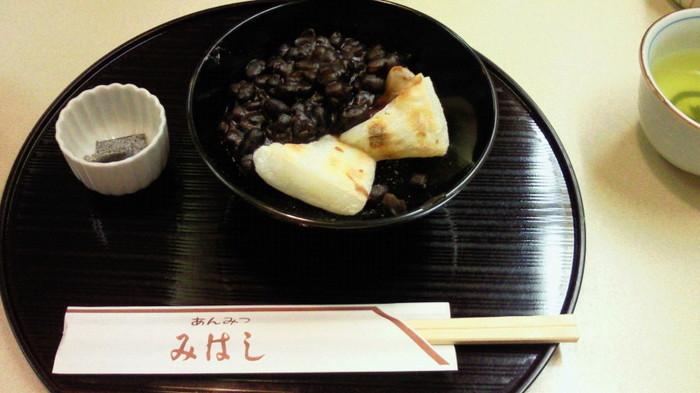 さらに豆々しい食感をご希望の方は金時ぜんざいを。小豆の美味しさがダイレクトに伝わります。
