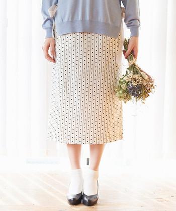 """いかがでしたか?""""柄・素材・小物・着こなし""""で簡単にレトロな雰囲気を作ることができますね。今回の記事を参考に、この春はクラシック&上品な『レトロファッション』にぜひチャレンジしてみて下さいね!"""