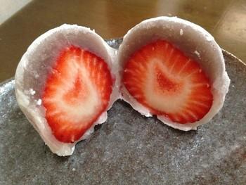 人気のいちご大福は、売り切れることもあるほど。程よい甘さと絶妙な餡の口当たりがやみつきになる美味しさです。