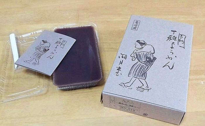 江戸時代から伝わる伊賀市の銘菓「丁稚ようかん」。 あっさりとした甘さなので、口の中へつるつると入ってしまいます。 伊賀近辺の何軒かの和菓子屋さんで作られているので、 自分の好みの丁稚ようかんを探してみるのも楽しいかもしれませんね。