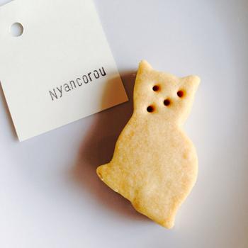 定番のひとつである猫型クッキーの「ニャンコロウ」。ひとつひとつ微妙に表情が違うのがたまりません。とても素朴な甘さ控えめクッキーです。