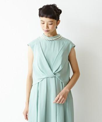 春ならばこのくらい優しいカラーを纏ってみてもいいですね。華やかな色なのでアクセサリーはシンプルでも良さそうです。