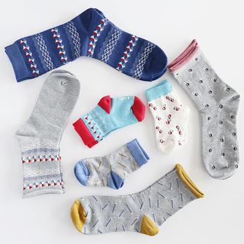 最近じわじわ人気上昇中のフィンランドのソックスブランド【kieppi(キエッピ)】。  こちらはベビー+パパママソックスセットです。家族みんなでお揃いで履けるというのが、今までありそうでなかったコンセプトですよね。デザインもモダンでパパも喜んで履いてくれそう。出産祝いにもおすすめです♪