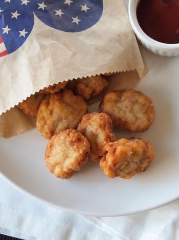 はんぺんを入れることで、ふわふわ食感が楽しめます!ディップに凝ってもよし、お塩でシンプルに頂いてもOKな、大人も子どもも大満足のレシピです。