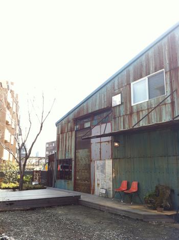 倉庫を改装したCafe Soul Tree。