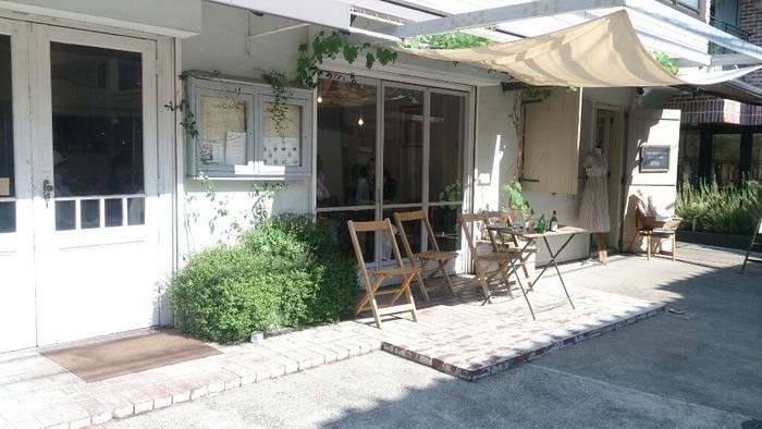 まるでパリの裏路地に紛れ込んだような雰囲気のカフェリゼッタ。