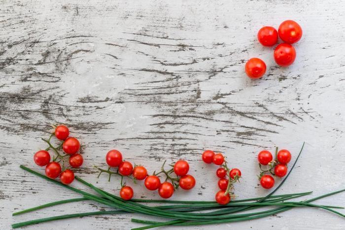 苗からだと育てやすいミニトマト。実が赤く色づく様子を観察するのも楽しみの一つです。ミニトマトは品種も豊富なので、毎年違う品種を育ててみても良いかもしれません。お子様も大好きなミニトマト、サラダからお弁当まで大活躍してくれます。