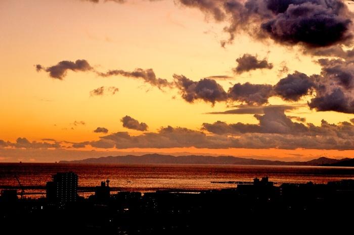 約1000年前、在原業平が月を眺めたという言い伝えが残る「月見台休憩所」。大阪湾を一望でき、晴れていれば淡路島まで望めます。