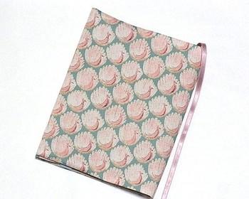 """読書がいっそう楽しくなりそうなブックカバー。リバティプリントは""""Peacocks of Grantham Hall""""です。よく読む本のサイズにあわせて何パターンか作ってもいいですね。"""