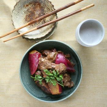 豚スペアリブ、さつまいも、ルバーブを和風の煮物に。一見するとミスマッチですが、これが意外と美味!アイデア次第で、色々なお料理に応用がききそうですね!