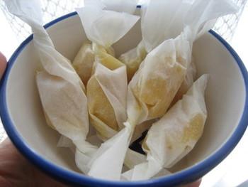 お口でとろける豆乳の生キャラメルは、イソフラボンたっぷりで止まらぬ美味しさ!