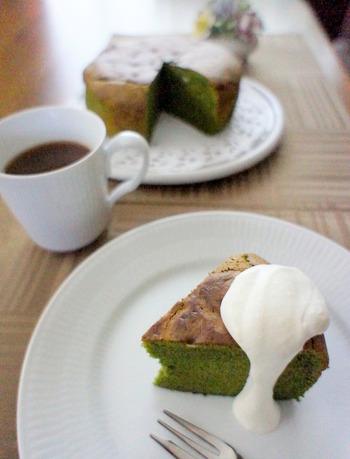 抹茶好きにはたまらないガトーショコラです。ホワイトチョコで作ることにより、抹茶の風味と色あいが引き立ちます。