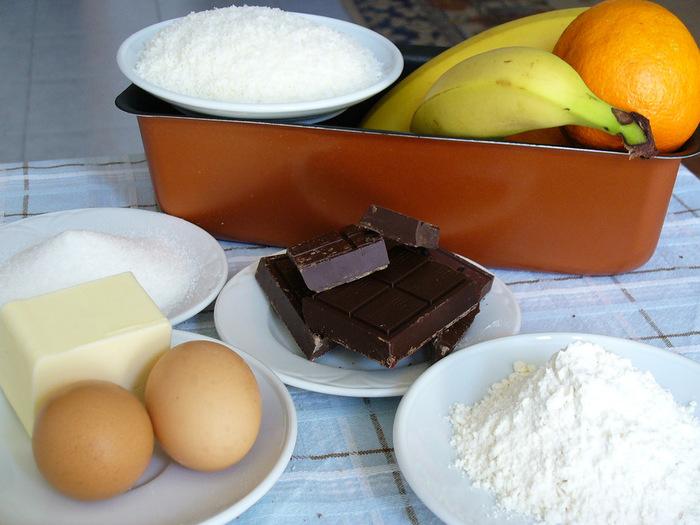 焼き立ての時は、トロリとしたチョコレート本来の美味しさ、冷やすと生地全体がしっとり落ち着いて、濃厚なガトーショコラが楽しめます。 お菓子作りの初心者でも、意外に簡単に作れてしまうガトーショコラ。まずは、基本レシピからご紹介します♪