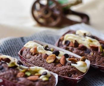 ナッツ入りのチョコレートが普通に売られている位だから、ナッツやドライフルーツとの相性は間違いなし!