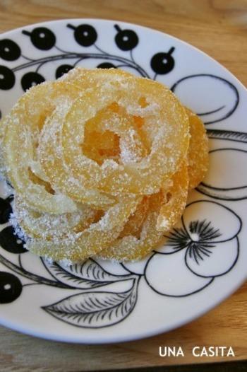 レモンシロップを作った後の皮を再利用した、リメイクレシピ。国産・無農薬レモンだからこそ、皮までまるっと美味しくいただけます。