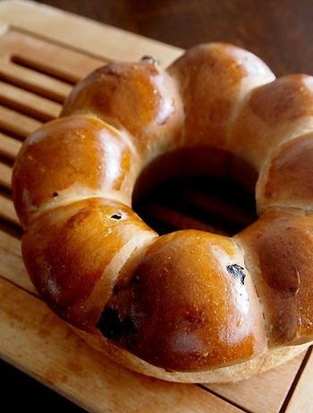 エンゼル型で焼いたちぎりパンは、とにかく、その姿が可愛らしいですよね!なんだかちぎってしまうのが勿体ないくらい…。お友達が集まるホームパーティーなどにもぴったりです♪