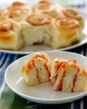 桜餡を練り込んだちぎりパンは、優しい和の香りが香ります。日本茶と一緒に!ほっこりティータイムを過ごしてみませんか♪