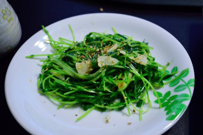 パスタに、味噌汁に、炒め物に…と使い勝手も抜群な豆苗ですが、その栄養価はとっても高いんです。