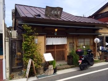 鶴岡八幡宮の近くの手打ちそば店「茶織菴(さおりあん)」。