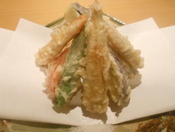 カラッと揚がった天麩羅も人気。【画像は「鎌倉野菜の天麩羅」】