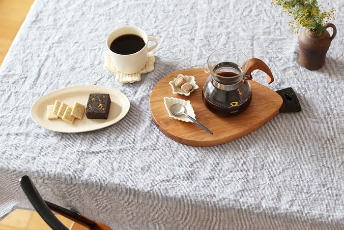 埼玉県秩父でmonomとして活動しているうだまさしさんによるカッティングボード。丸みを帯びたフォルムが可愛いですね。カッティングボードとしてだけではなく、プレートのように使っても素敵です。持ち合わせの料理も、たちまちオシャレなものに変えてくれますよ。