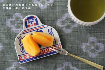 ちょっとしたお茶の時間に、旬の果物を入れてホッと一息…。 そんな時にも少しの彩りをくれるのが豆皿のパワーです。個性的な柄がとっても素敵ですよね。