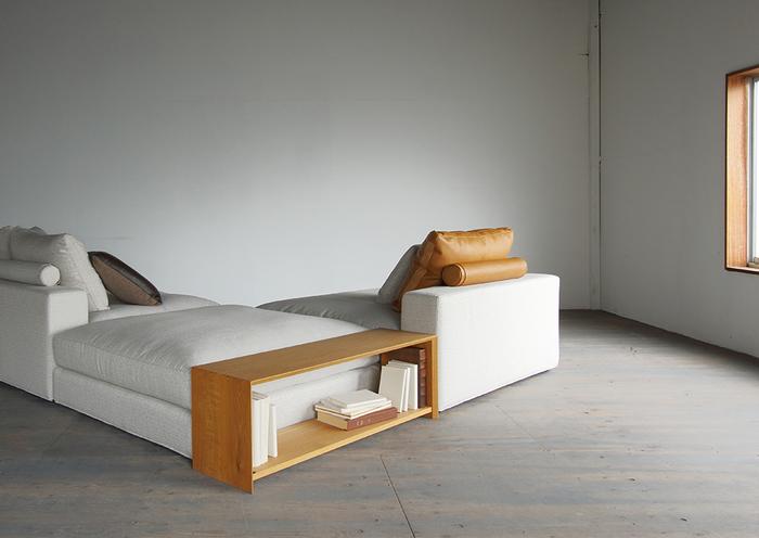 まるでベッドのようなボリュームたっぷりの贅沢ソファー「LUCAS」。美しい直線のデザインが、お部屋をぐっと洗練された雰囲気に。サイズ展開も豊富なソファなので、組み合わせも自由自在。あなただけの特別なリラックス空間が生まれます。