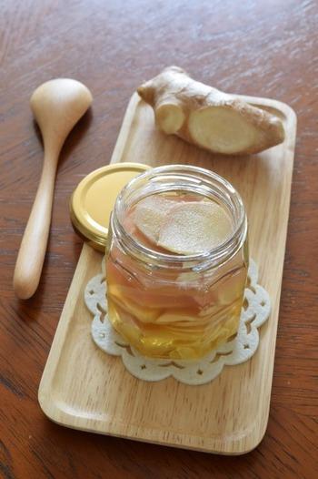 砂糖ではなく「はちみつ」を使ったジンジャーシロップ。冷蔵庫で2~3日の保存ができます。