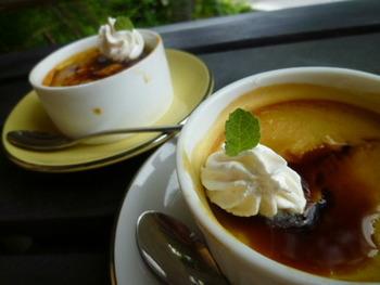 黒糖のジンジャーシロップを作ったら・・・プリンと合わせてみると美味しいですよ。  こっくりした甘さのかぼちゃプリンにも、黒糖のコクとスパイシーなジンジャーがよく合います。