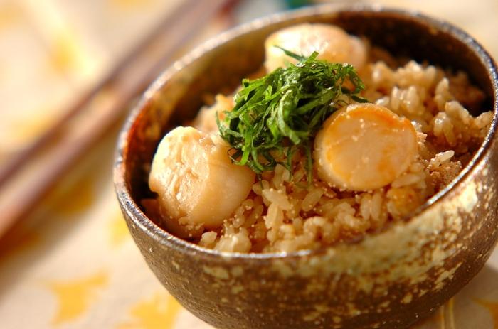 タラコ好きにはたまらない♪タラコとホタテの炊き込みご飯です。バターで焼いたホタテ、色鮮やかな大葉を綺麗に盛りつけて、いつもよりちょっぴり豪華な食卓に…*