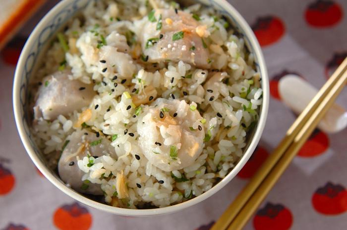 里芋、そしてもち米も使った、もちもち食感のレシピ。ホタテのフレーク缶も使って風味豊かな仕上がりです。