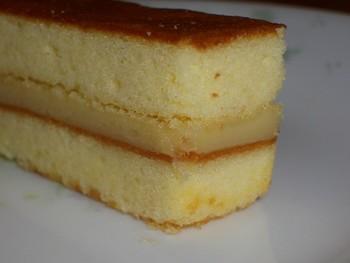 ふんわりスポンジに、とろりとバナナクリームをサンドした一口ケーキ。こちらはもう定番で…という方はぜひ、瓢月堂のコチラもお土産に選んでみませんか…?