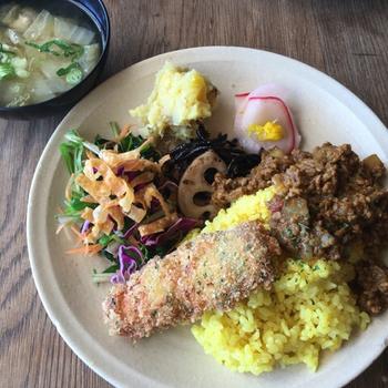 定評のあるのランチプレートは、様々なお惣菜が楽しめます。 天気の良い休日はドライブがてら、懐かしさを感じる憩いの場「senkiya」でゆっくり過ごしてはいかがでしょうか。