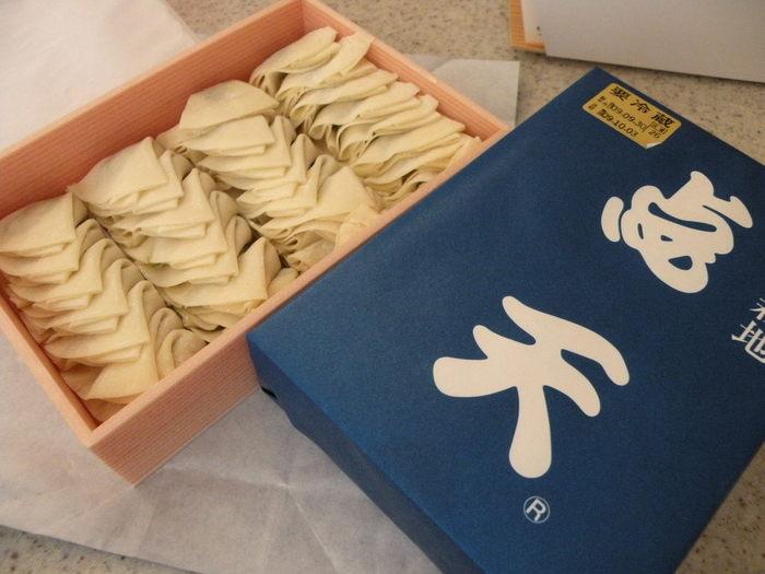 今では、大阪土産としては1、2を争う点天の〈ひとくち餃子〉。北新地の舌の肥えたお客様を虜にしたお味ですから、当然のことかもしれません。