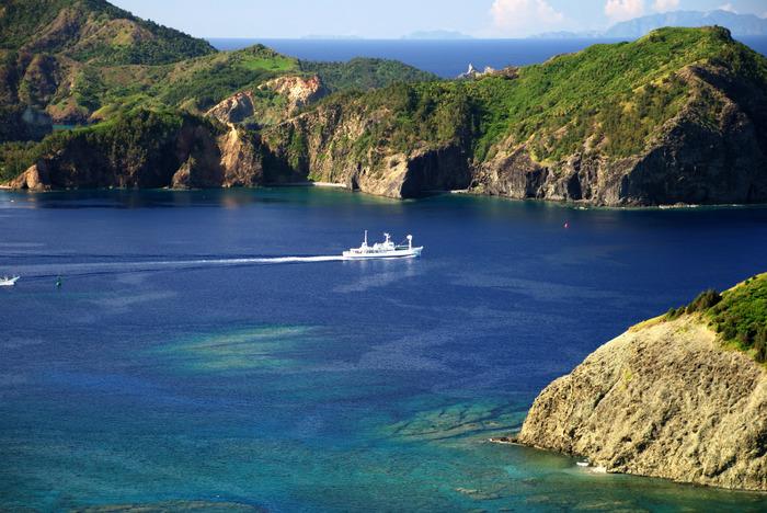 東京から小笠原諸島への定期船は父島行きしかないため、母島へは父島で定期船「ははじま丸」に乗り換えます。約2時間10分で母島に到着です。