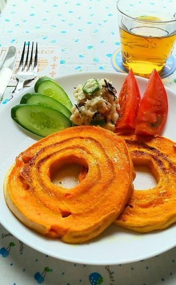 車麩を使った麩レンチトーストはオレンジ色がとっても綺麗。ニンジンジュースがたっぷりと染み込んだ体にもうれしい麩レンチトーストです。