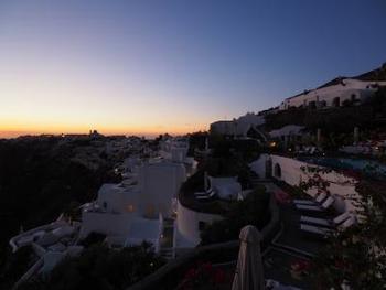 ホテルから望む夕日も絶景です。1日の疲れを癒してくれますね。
