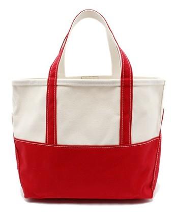 BEAMS PLUSとのコラボバッグ。シンプルなキャンバス地とはっきりカラーのバイカラー仕様。使いやすそうなサイズ感も人気です。
