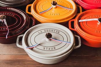 フランスのホウロウ鍋「ストウブ」は、無水料理ができる魔法の鍋として話題のアイテム。このストウブを使ったちぎりパンも、ふっくらとして、とても美味しいのだそうです。是非!次に購入するお鍋の候補に加えてみませんか!ここでは、「ストウブ」を使ってつくるちぎりパンのレシピをご紹介します♪