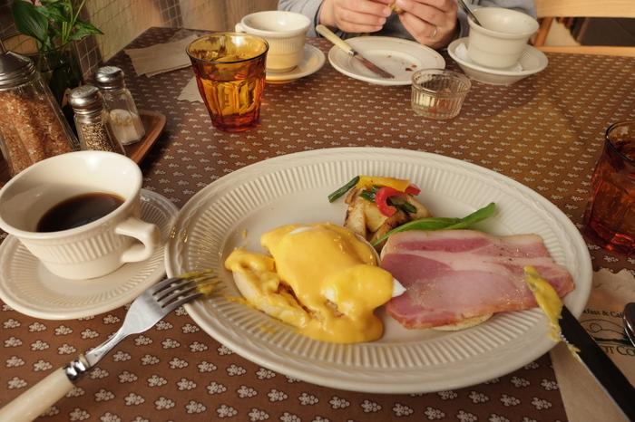 高原のおいしい空気の中で食べる焼き立てのパンや、地元でとれた新鮮な野菜をふんだんに使った朝食は絶品です。今回は、軽井沢でおいしい朝食が食べられるカフェやベーカリー・ホテルをご紹介します。