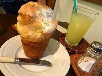 キャボットコーヴの人気商品である「ポップオーバー」。アメリカニューイングランド地方のレストランで食べられるという、プクッと膨らんだユニークな形のパンです。