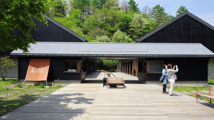 村民食堂の隣は、日帰り温泉施設「トンボの湯」が。10時から開いているので、一汗流すのも良いですね。