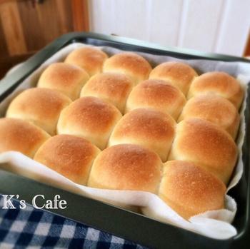 ちぎりパンは、欲しい分だけ少しずつ食べられるのもいいですし、またみんなでわいわいつまんだり、いろいろな楽しみ方があります。基本の作り方を覚えれば、さまざまなアレンジにもトライできそうですね。