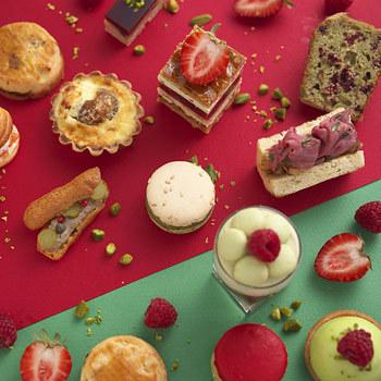 モダンながら伝統菓子を大切にする作風でフランスの「ヴォーグ誌」から「パティスリー界のピカソ」と称賛されるピエールエルメ。マカロン、カヌレ、クイニーアマンなどの数々のブームの火付け役にも!